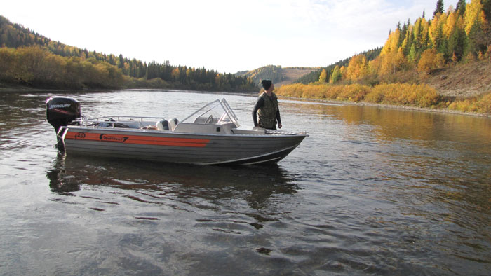 Катание на снегоходах и моторных лодках